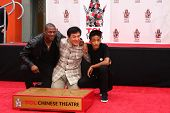 LOS ANGELES - 6 de JUN: Jackie Chan, Chris Tucker, Jaden Smith na cerimônia de mão & pegada para Ja