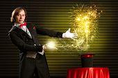 Zauberer führt dazu, dass die Magie aus dem Hut