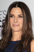 LOS ANGELES - 8 de JAN: Sandra Bullock en Choice Awards 2014 popular - sala de prensa de Nokia en LA
