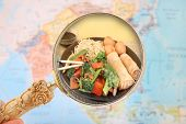 foto of lo mein  - World food looking in on China and come of it - JPG