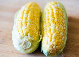 pic of sweet-corn  - Raw sweet corn - JPG
