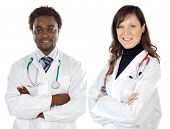 Pareja de jóvenes doctores