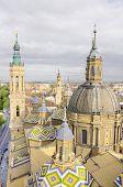 Vista aérea de El Catedral-Basílica del Pilar en Zaragoza, España