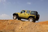 Verde Jeep Wrangler Unlimited 4 X 4 rumbo