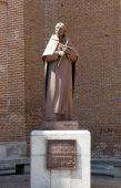 Este monumento é a estátua de San Juan de la Cruz em valladolid