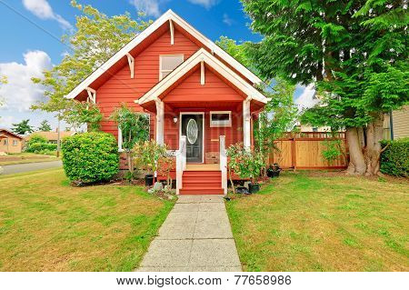 Small coutnryside house exterior in bright red color with - Bright house colors for exterior ...