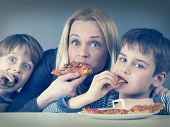 foto of strawberry blonde  - Hungry mother and kids - JPG
