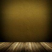 interior com parede pintura ouro