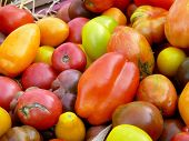 Heirloom tomatoes at farmers' market