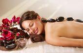 Masaje con piedras de Spa. Tratamiento de Spa de día