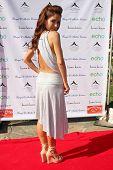 LOS ANGELES, 11 de julho: Lisa Lo Cícero chega a Birgit C. Muller Fashion Show no rancho de Chaves