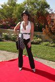LOS ANGELES julho 11:Lesli Kay chega a Birgit C. Muller Fashion Show no rancho de Chaves em julho