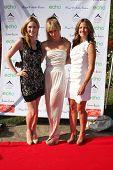 LOS ANGELES, 11 de julho: Ashley Jones, Birgit C. Muller, Daniella Peters chegamos a Birgit C. Muller