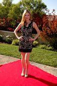 LOS ANGELES, 11 de julho: Ashley Jones chega a Birgit C. Muller Fashion Show no rancho de Chaves J