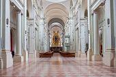 Innenraum der Basilika San Domenico, Bologna, Italien