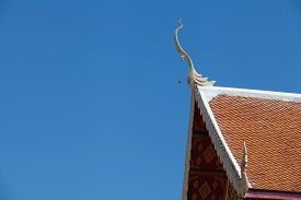 picture of apex  - Gable apex on the roof of temple - JPG