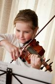 picture of violin  - Cute child  - JPG