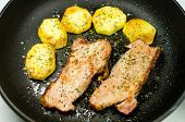 foto of gold panning  - Bacon and potatoes fried in a pan - JPG