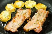image of gold panning  - Bacon and potatoes fried in a pan - JPG