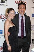 LOS ANGELES - 24 de março: Juliana Dever, Seamus Dever chega em 2012 Genesis Awards no Beverl
