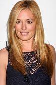 LOS ANGELES - 27 de MAR: Cat Deeley llega en la inauguración de Beverly Hills de Valentino en el San Valentino