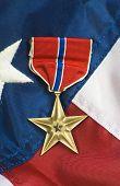 Estrela de bronze na bandeira dos EUA