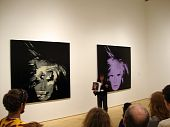 San Francisco Moma Docent spreekt over Andy Warhol zelf portret