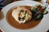 image of leek  - Chicken stuffed with roquefort cheese mushrooms leek and curry - JPG