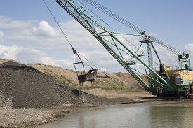 picture of dredge  - Career dredge on extraction of gravel  - JPG