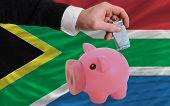 Financiamento Euro em rico mealheiro bandeira nacional da África do Sul