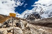 Monte Everest Signpost