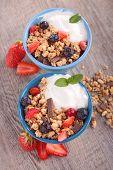 granola,fruit and yogurt