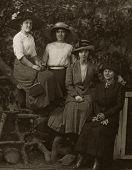 Постер, плакат: Винтажные женщин 1924 природа портрет