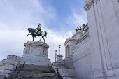 image of altar  - Statues in Victor Emmanuele II Monument altar of the fatherland taken in the morning - JPG