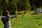 picture of archer  - Young girl archer - JPG