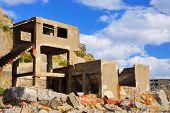 Постер, плакат: Руины на заброшенных острове Gunkanjima оф побережья префектуры Нагасаки Япония