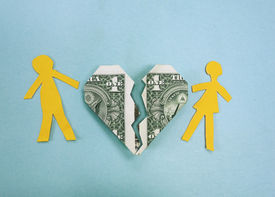 picture of conflict couple  - Paper couple and broken dollar heart  - JPG