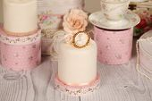 pic of ombres  - Capture of delicious mini cakes with icing - JPG