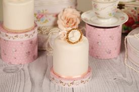 picture of sugarpaste  - Capture of delicious mini cakes with icing - JPG