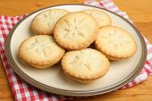 Traditional Xmas mince pies with shortcrust pastry.