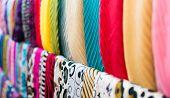 Zeile der neuen Bunte Schals im Shop.