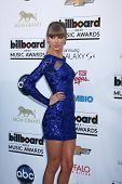 LOS ANGELES -  MAY 19:  Taylor Swift arrives at the Billboard Music Awards 2013 at the MGM Grand Gar