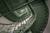 Vintage, escada em espiral verde