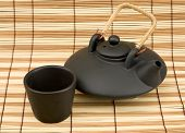 pic of loamy  - Black ceramic chinese teapot and mugs on the mat - JPG