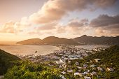 Philipsburg, Sint Maarten, cityscape Antilhas Holandesas do Lago Salt grande.