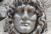 Górgona Medusa no Templo de Apolo