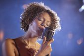 Nahaufnahme des weiblichen jazz-Sängerin auf der Bühne