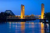 Tower Bridge à noite em Sacramento