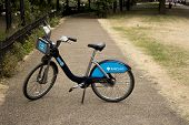 Single Barclays Bike in a park