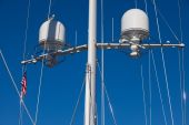 Sailboat mast outfitted with two radars
